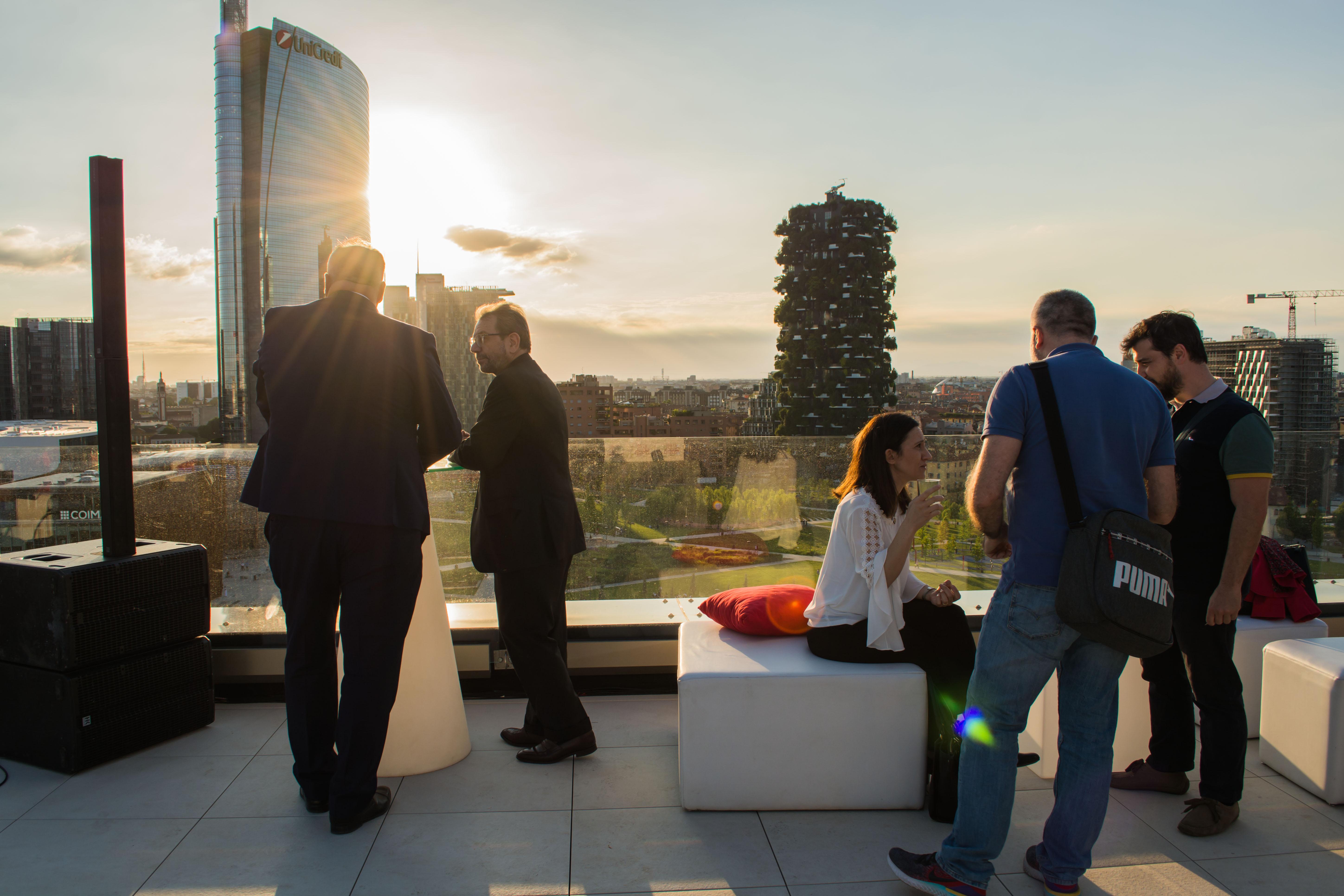 Inaugurazione-the-corner-milano-aperitivo-terrazza